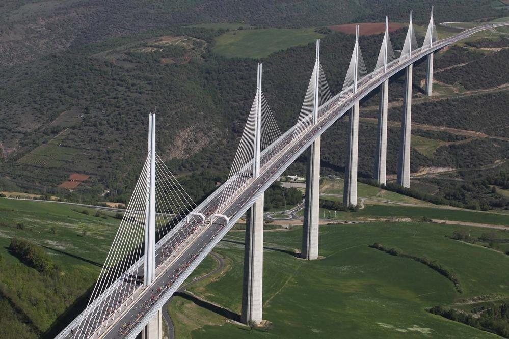 Claudio Antonio Ramírez Soto - El Viaducto Millau, impresionante obra de la ingeniería del siglo XXI
